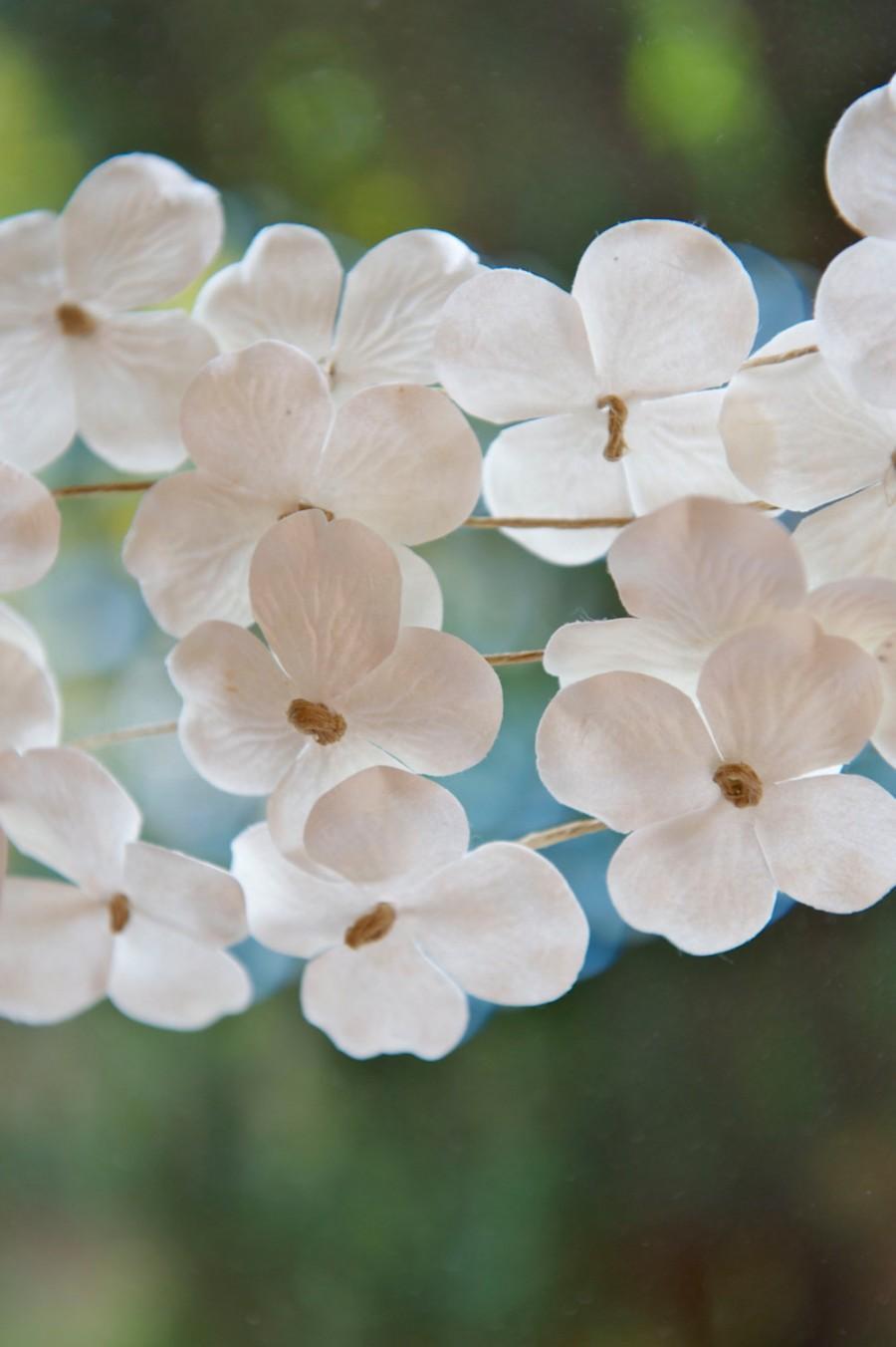 Гирлянда из бумаги в виде цветов