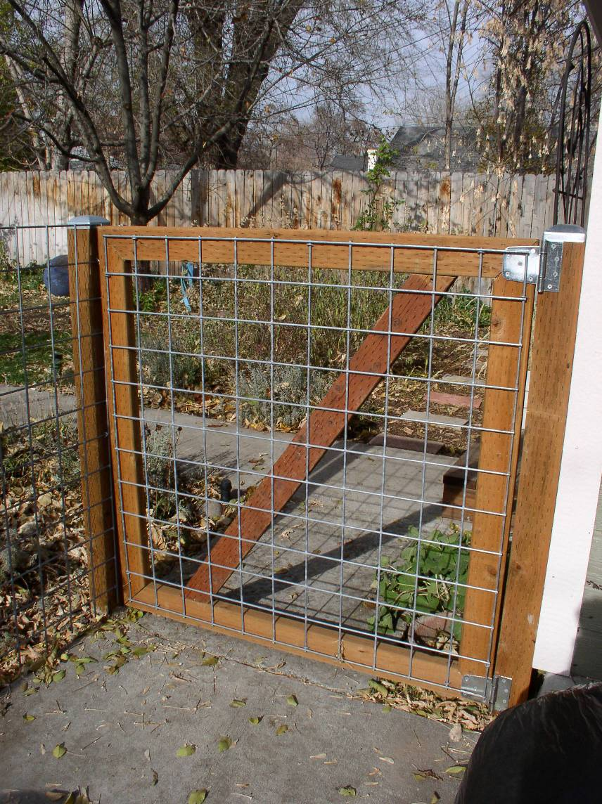 Ворота из рабицы на даче