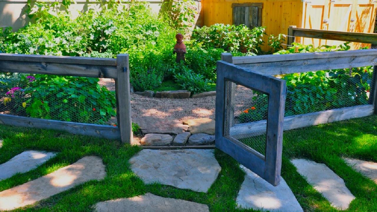 Деревянные ворота из рабицы