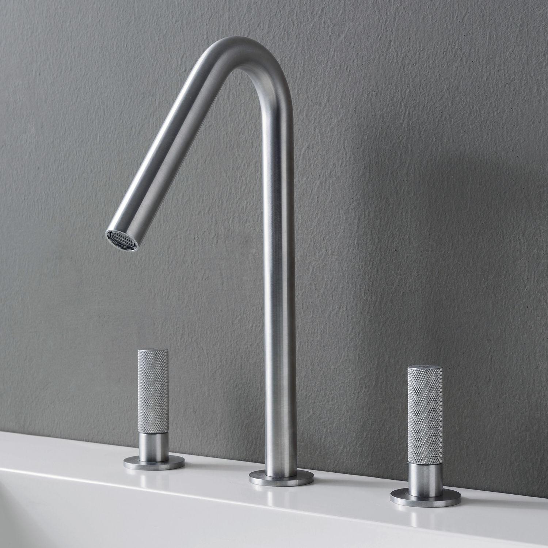 Двурачажный смеситель для ванной