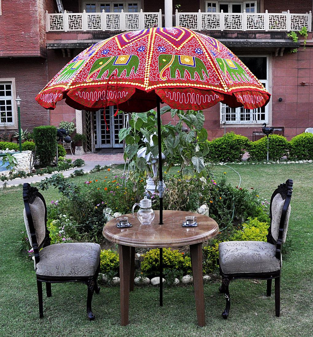 Садовый зонт в этническом стиле