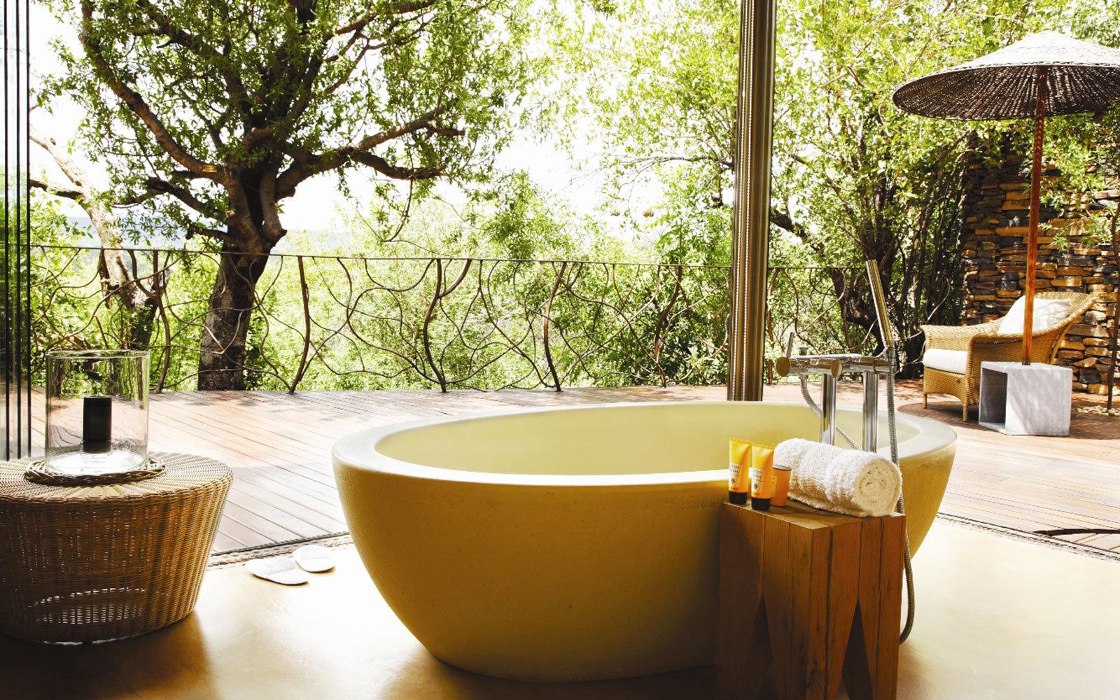Ванная без раковины в стиле этно
