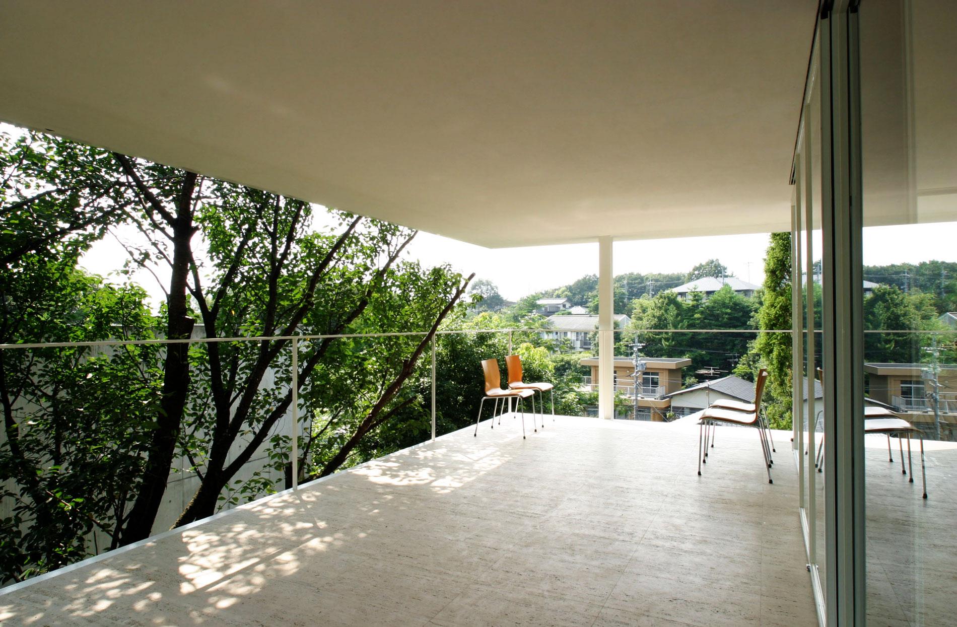 Керамогранитная плитка на балкон