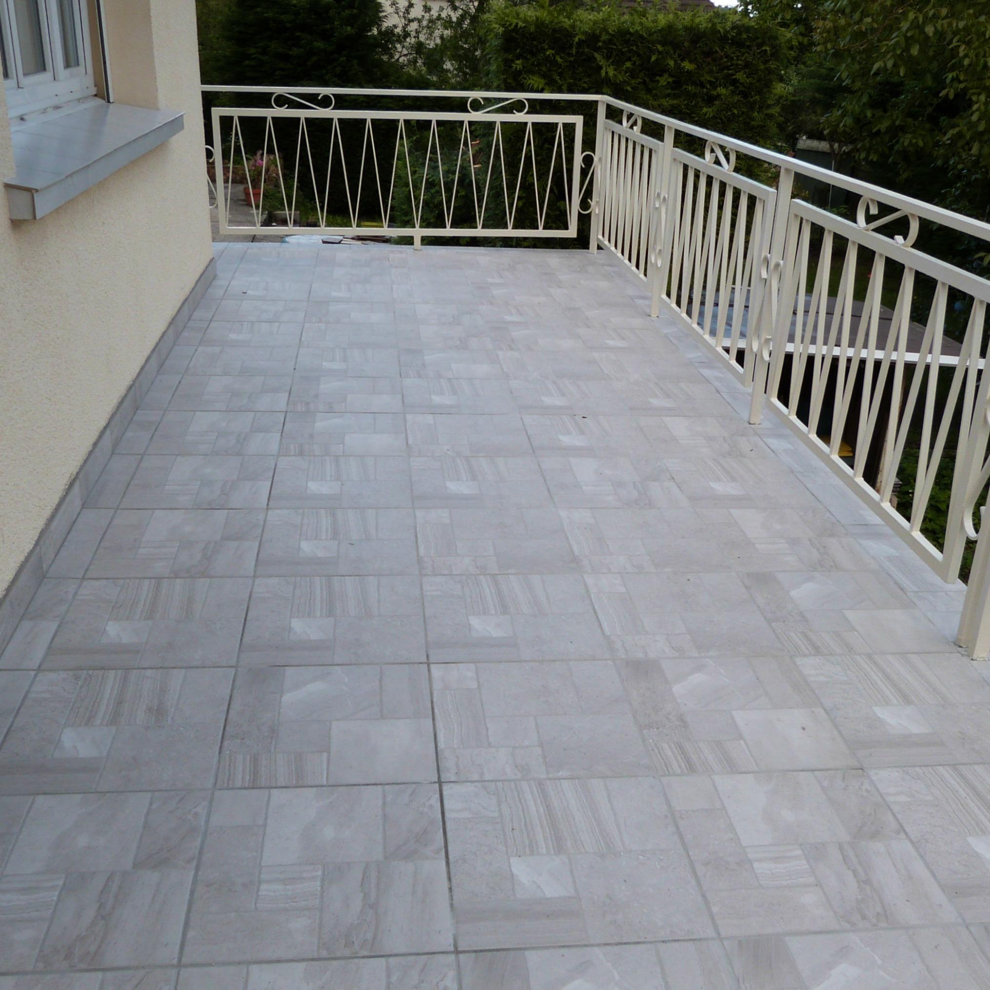 Плитка на балкон с имитацией камня