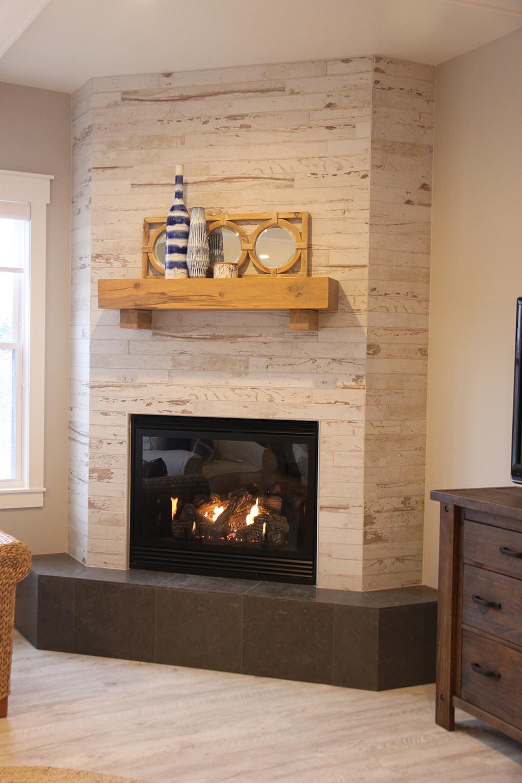 Плитка с имитацией дерева для камина