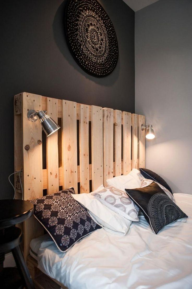 Кровать с изголовьем из паллет в стиле лофт