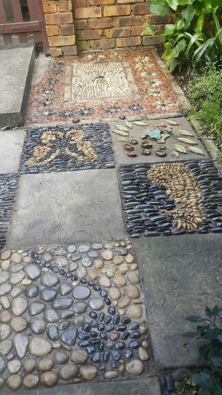 Площадка из маленьких камней