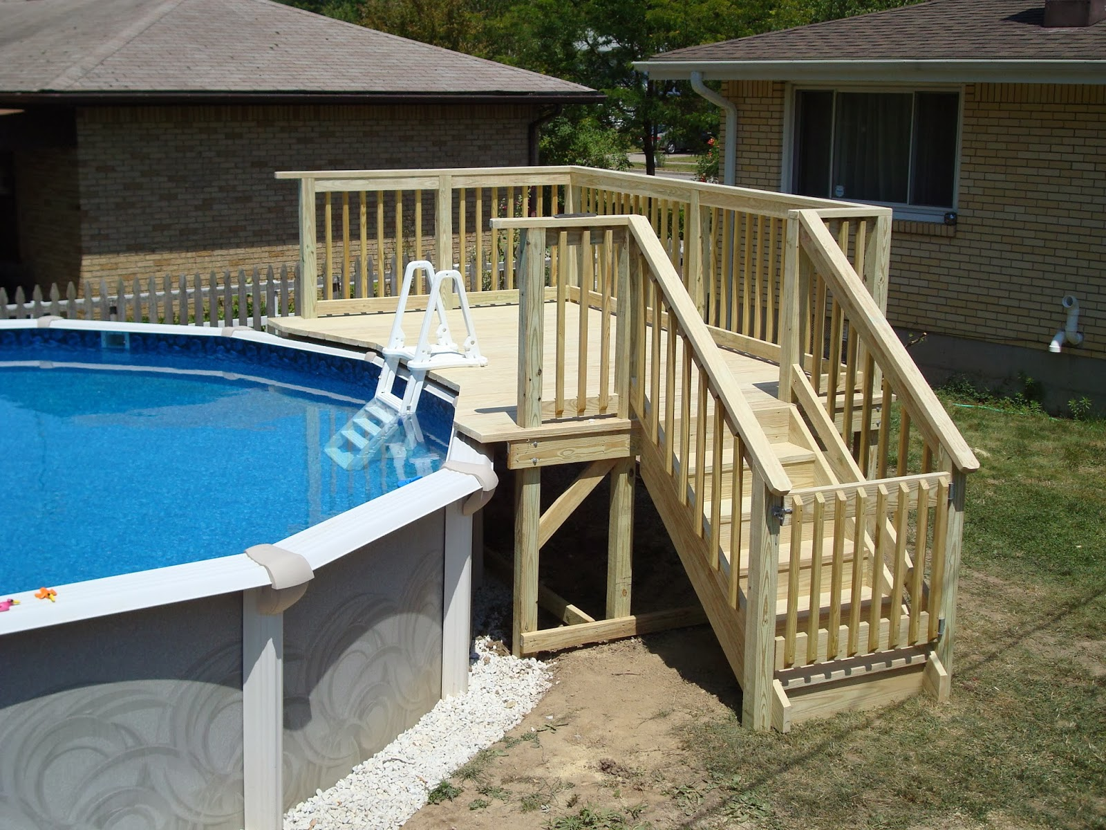 Лестница для каркасного бассейна