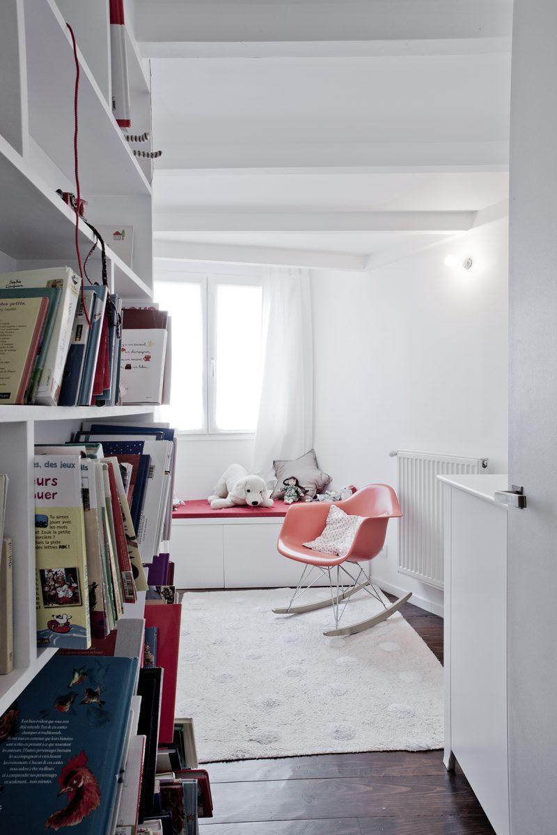 Книжный шкаф в детской в стиле лофт
