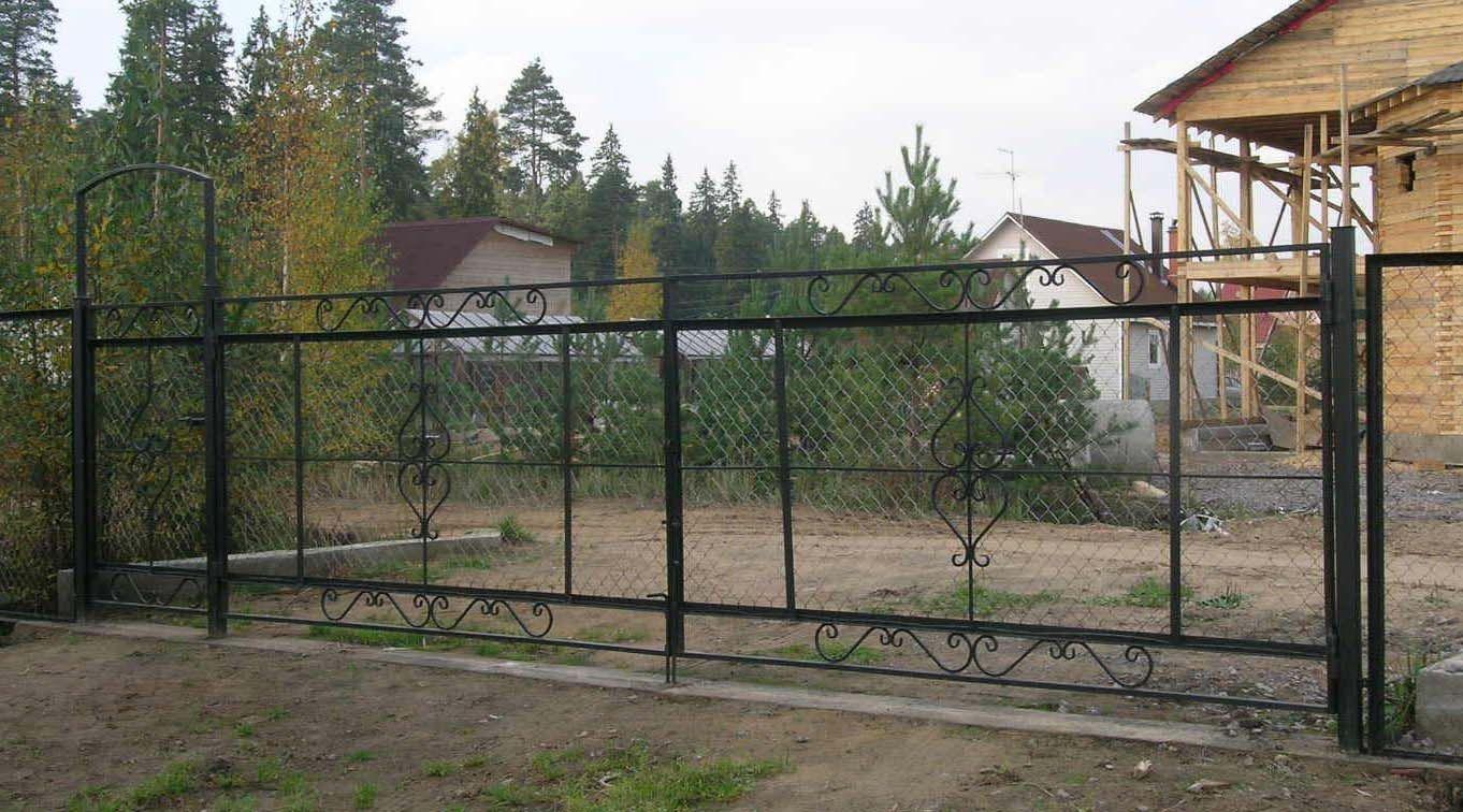 Кованые ворота из рабицы