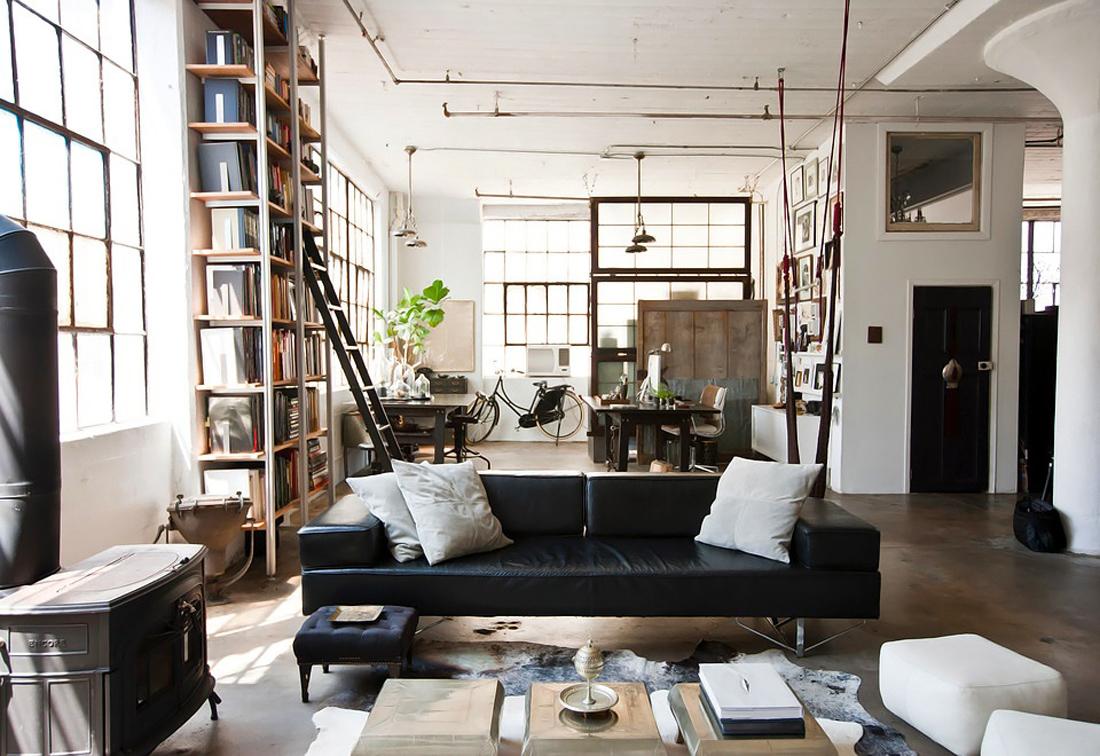 Кожаная мебель в квартире студии в стиле лофт