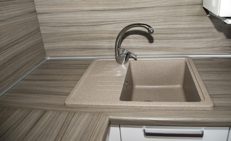 Кухонный алюминиевый плинтус