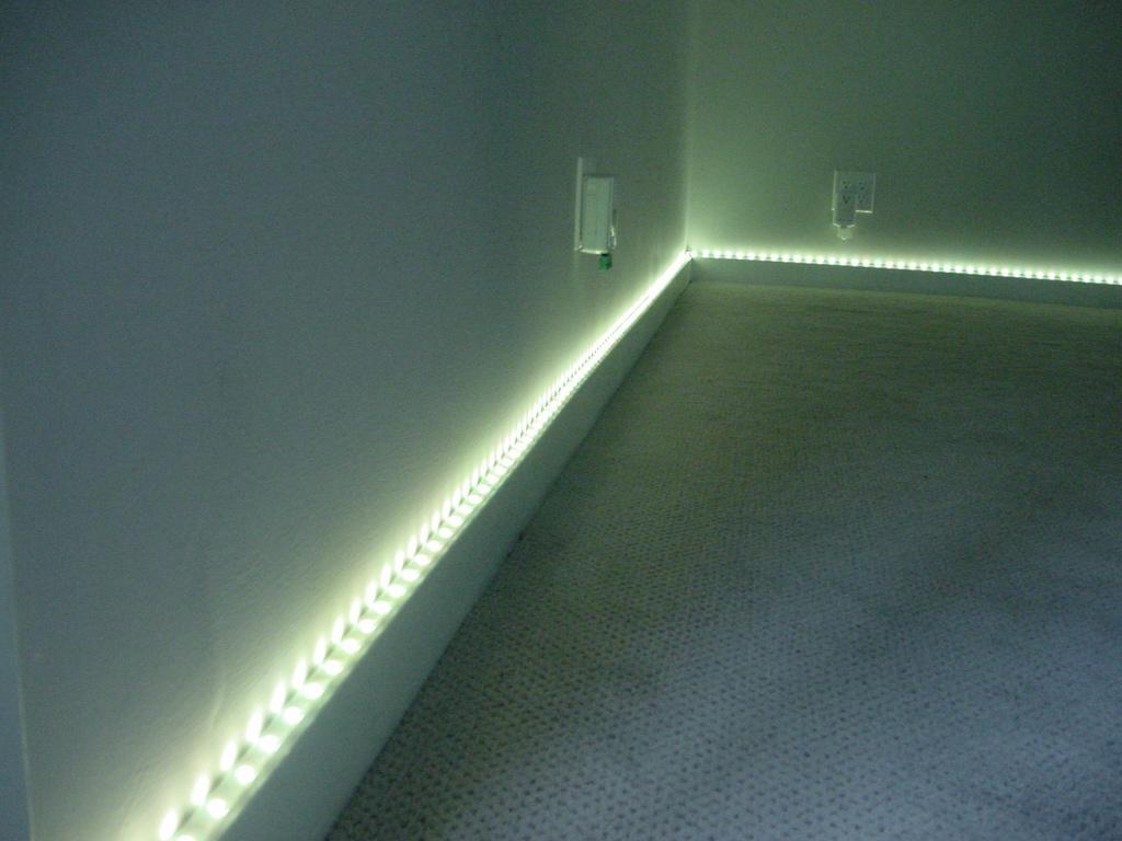 Плинтус со светодиодной лентой