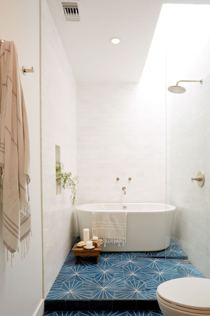 Ванная без раковины в стиле модерн