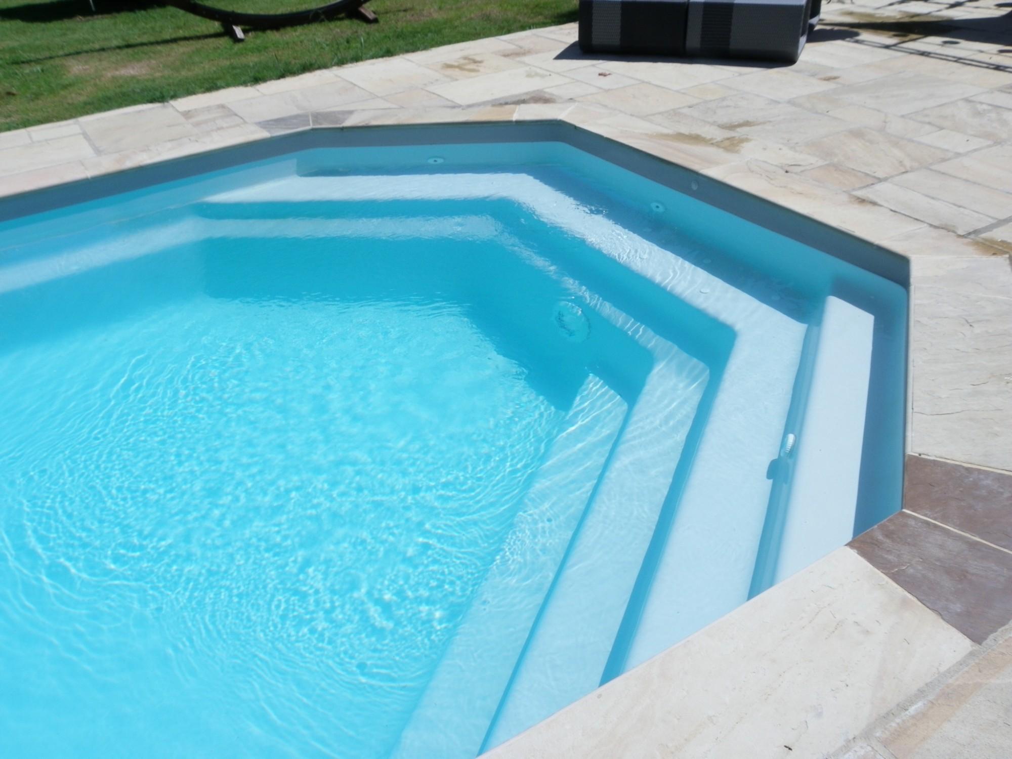 Монтаж лестницы для бассейна