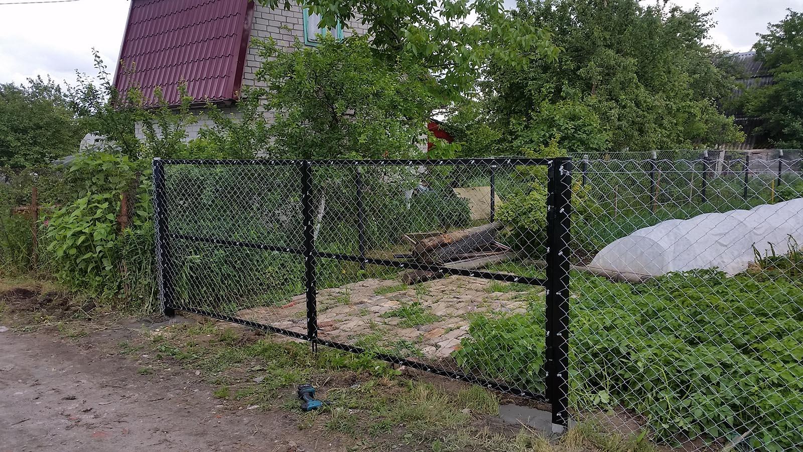 Ворота из оцинкованной рабицы