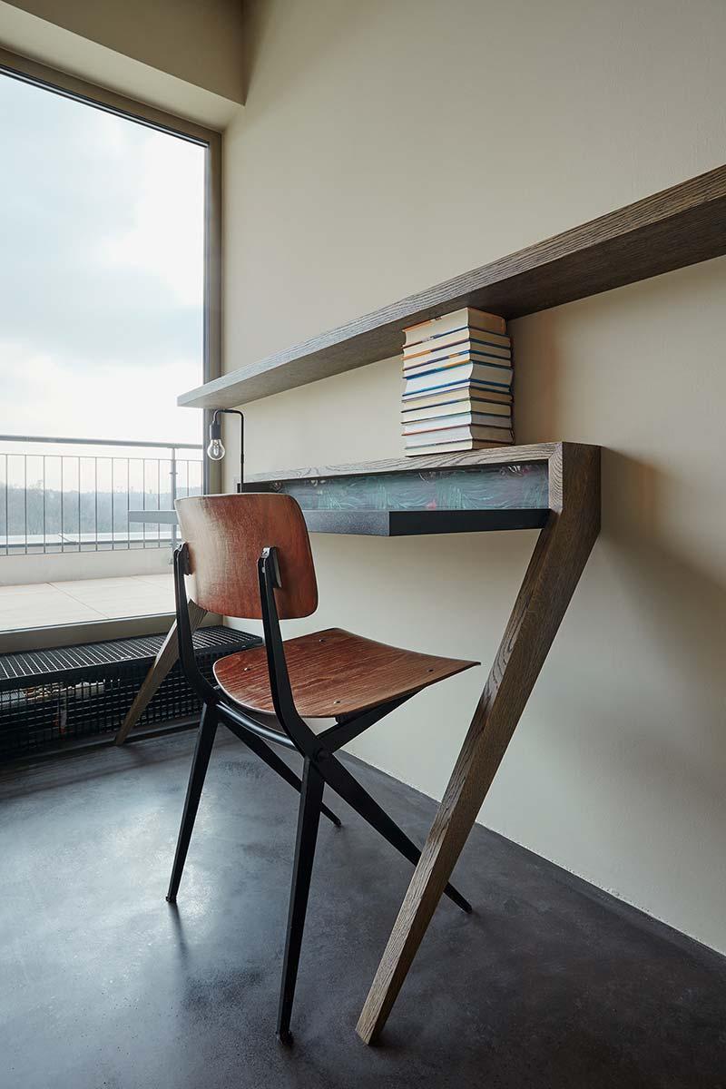 Стол лофт в оригинальном дизайне