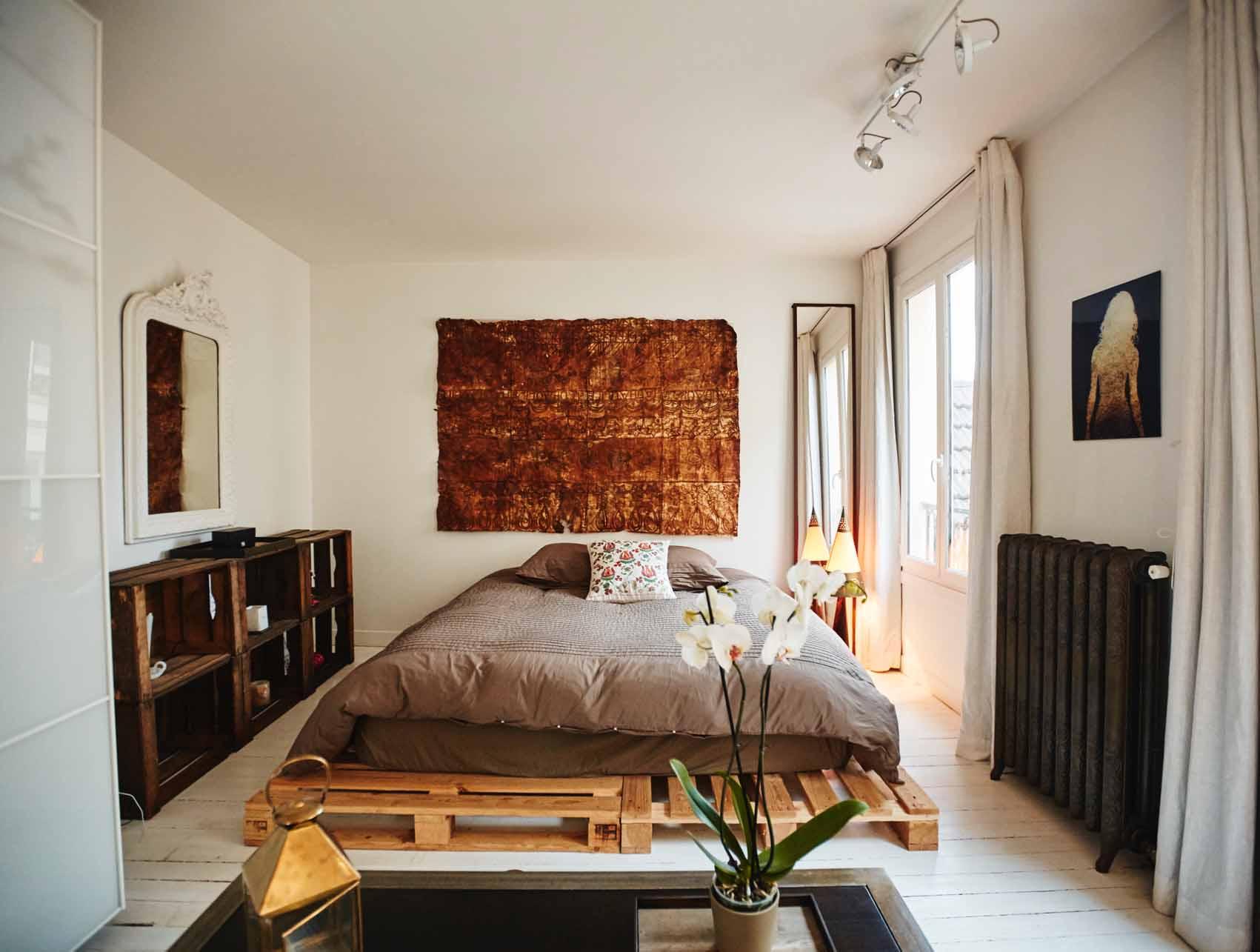Кровать в стиле лофт – индустриальный акцент (24 фото)