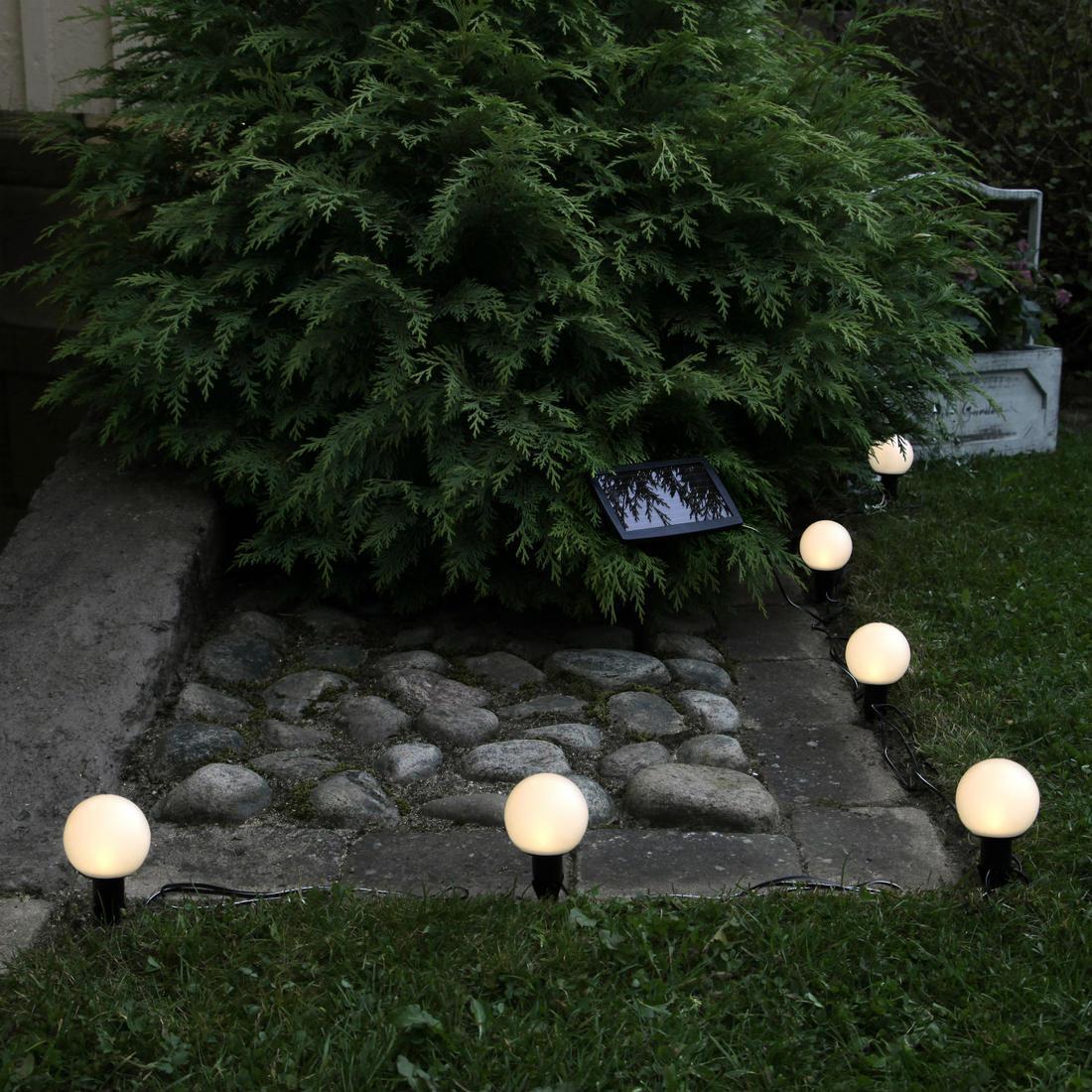 Солнечные светильники по периметру сада