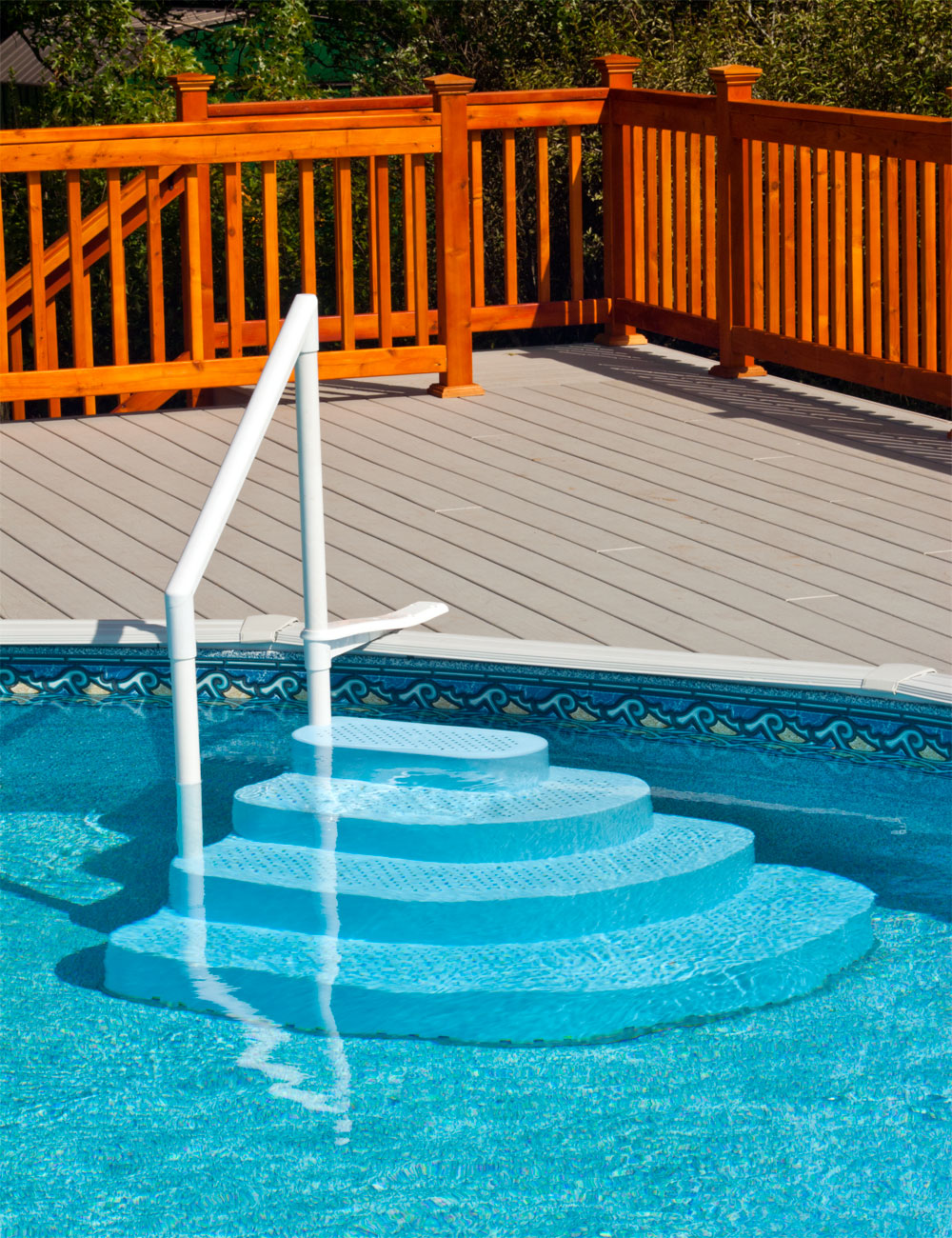 Лестница для бассейна пластиковая