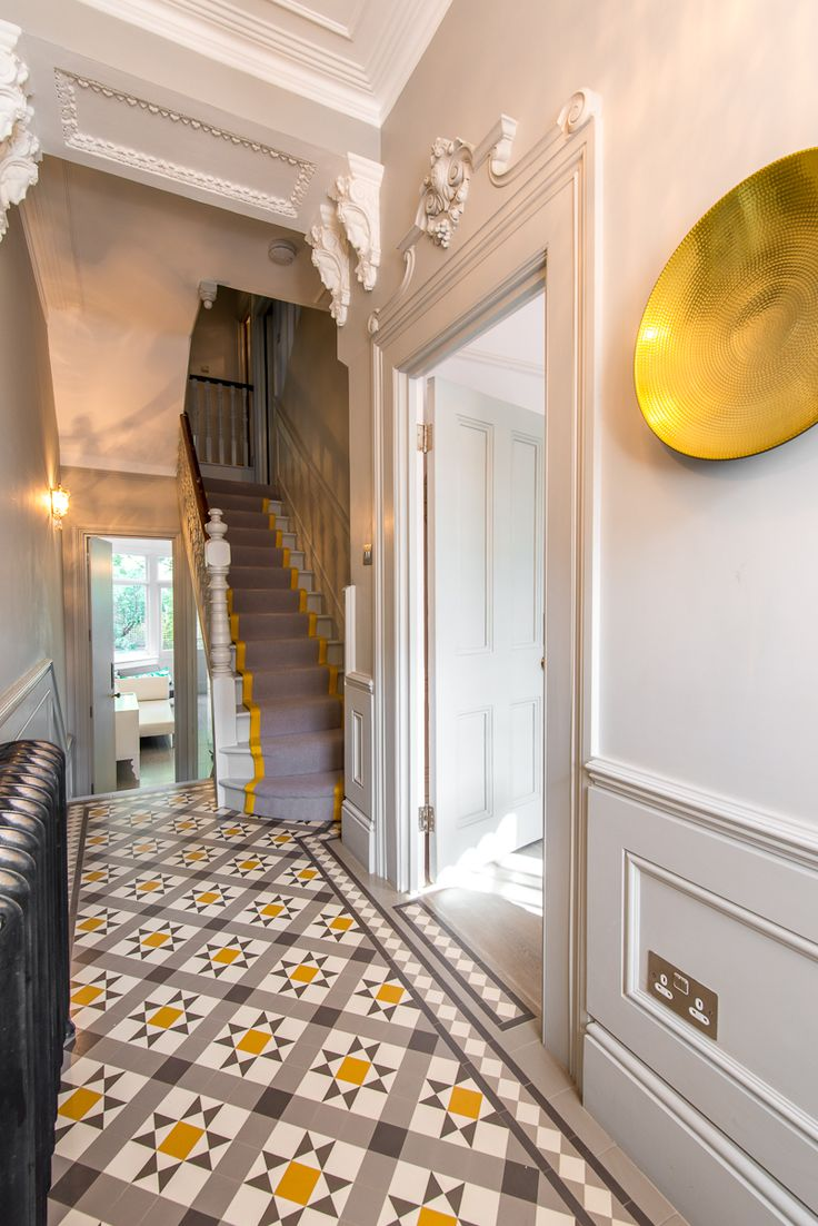 Напольная плитка с узором в коридоре