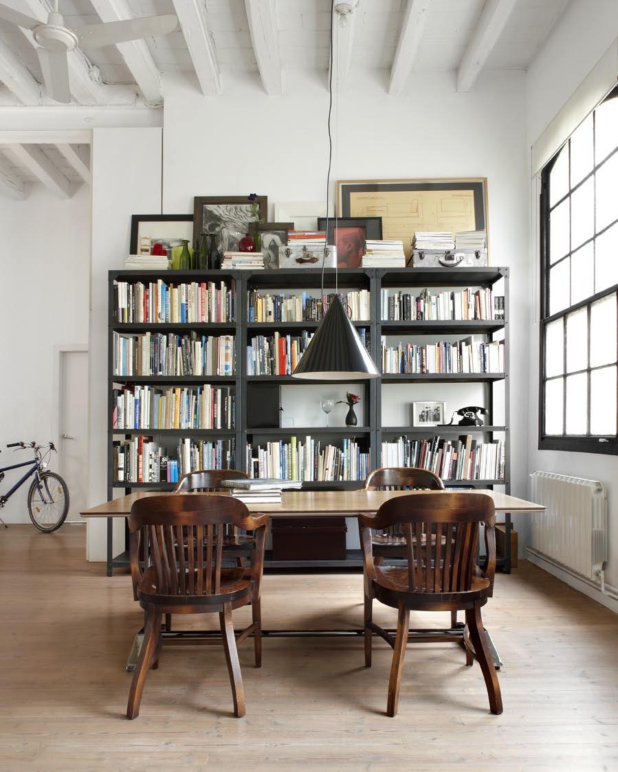 Книжные полки в лофт студии