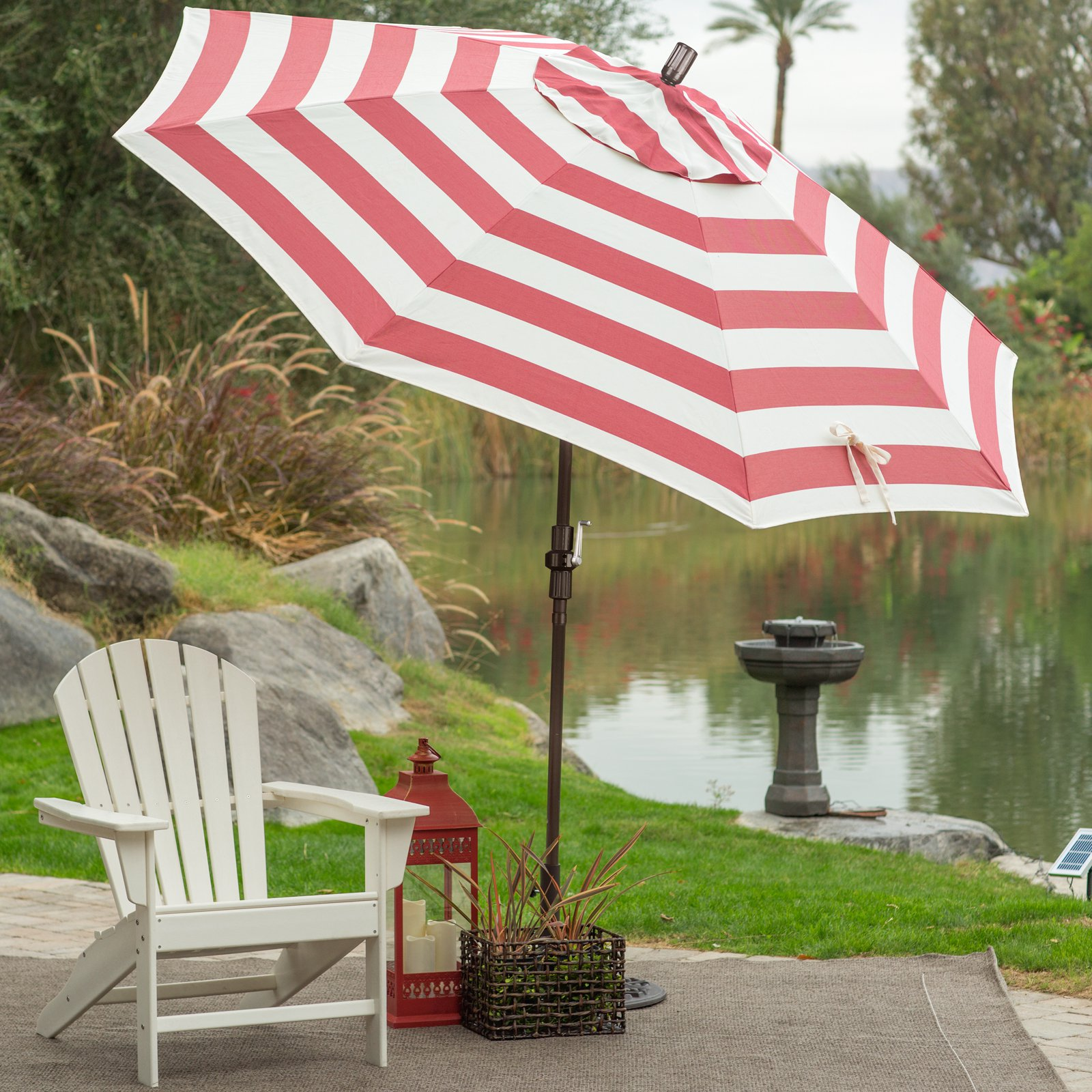 Садовый зонт полосатый