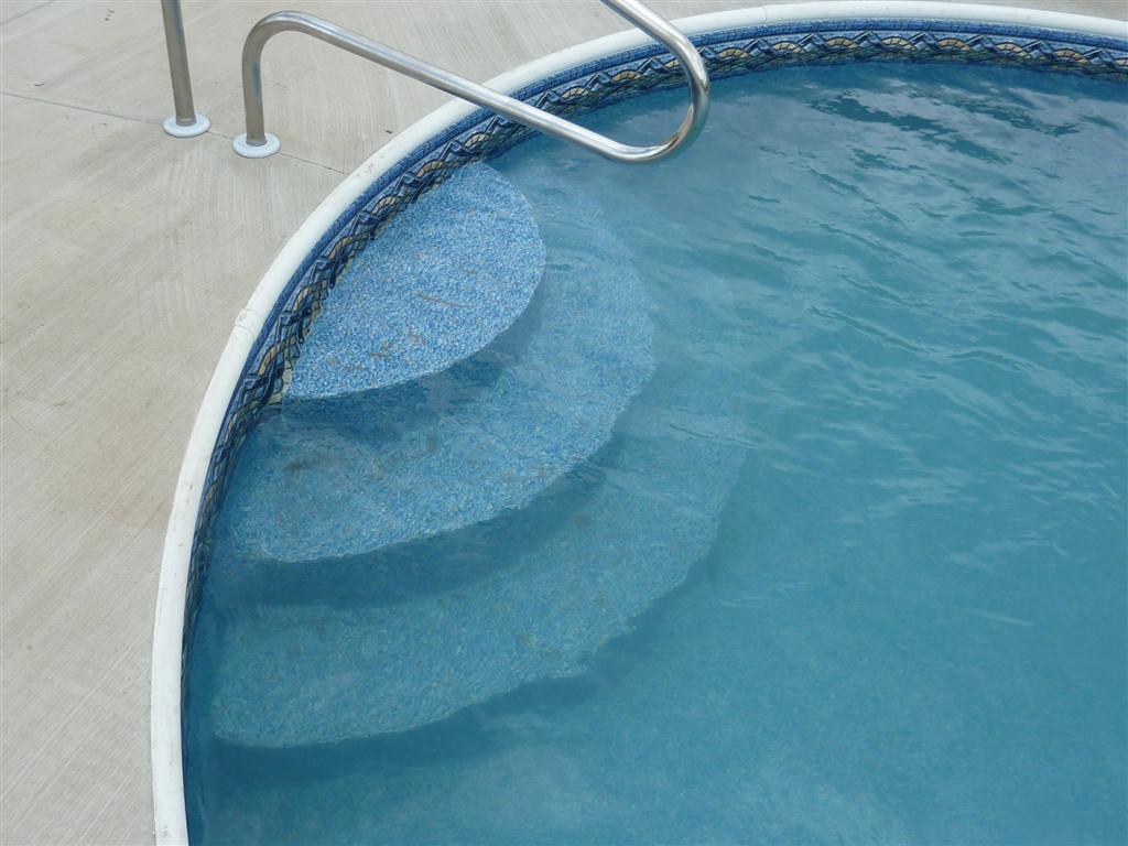 Лестница для бассейна полукруглая
