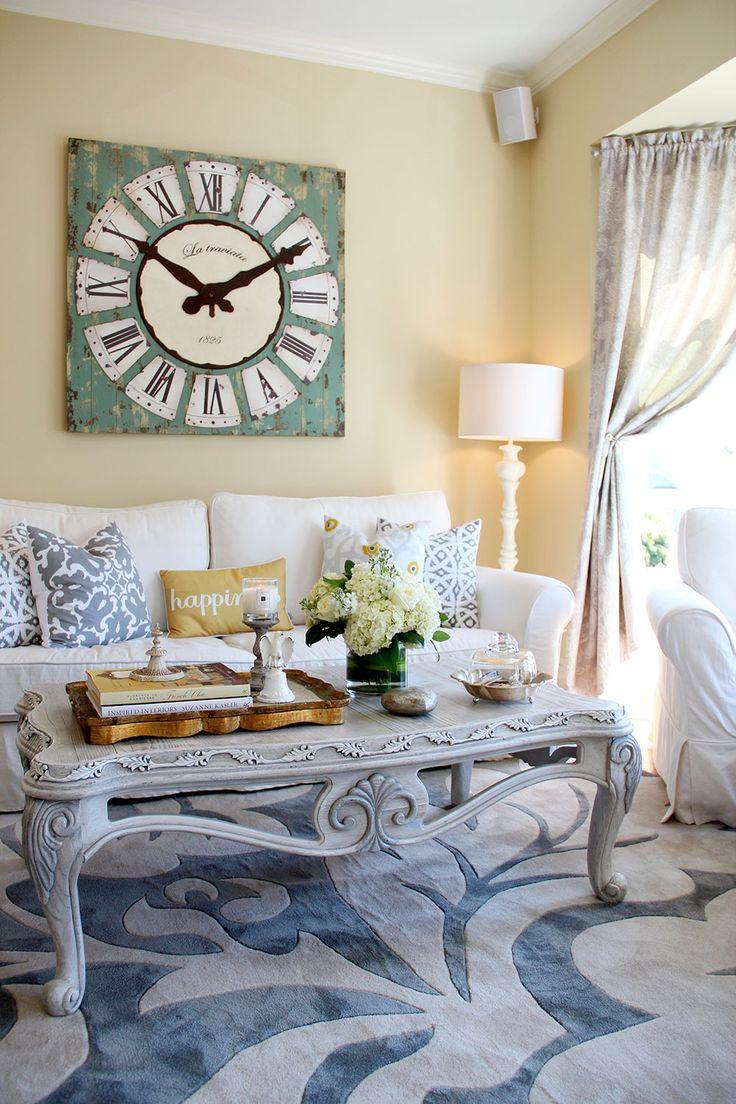 Часы в гостиной в стиле прованс