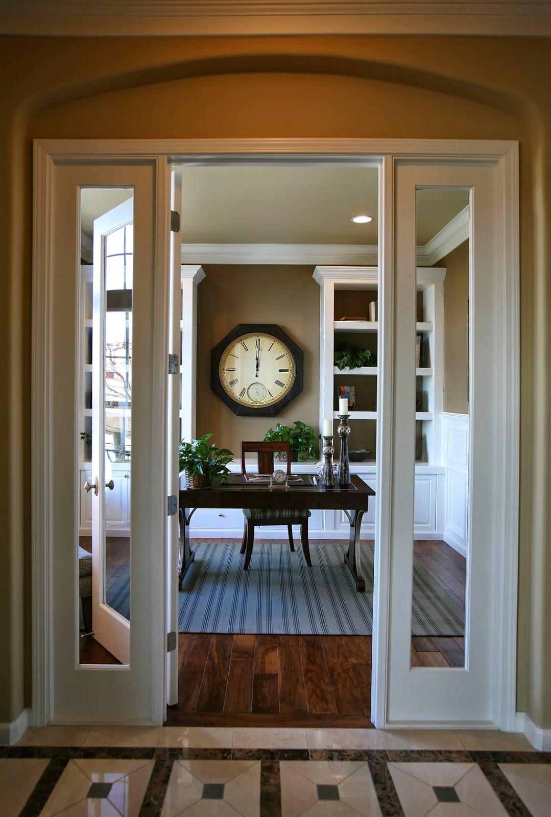 Часы в гостиной в стиле ретро