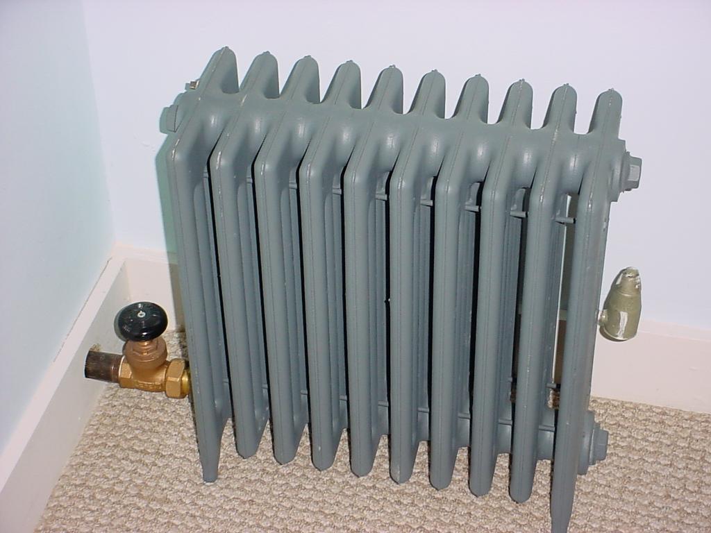 Водяной радиатор серый