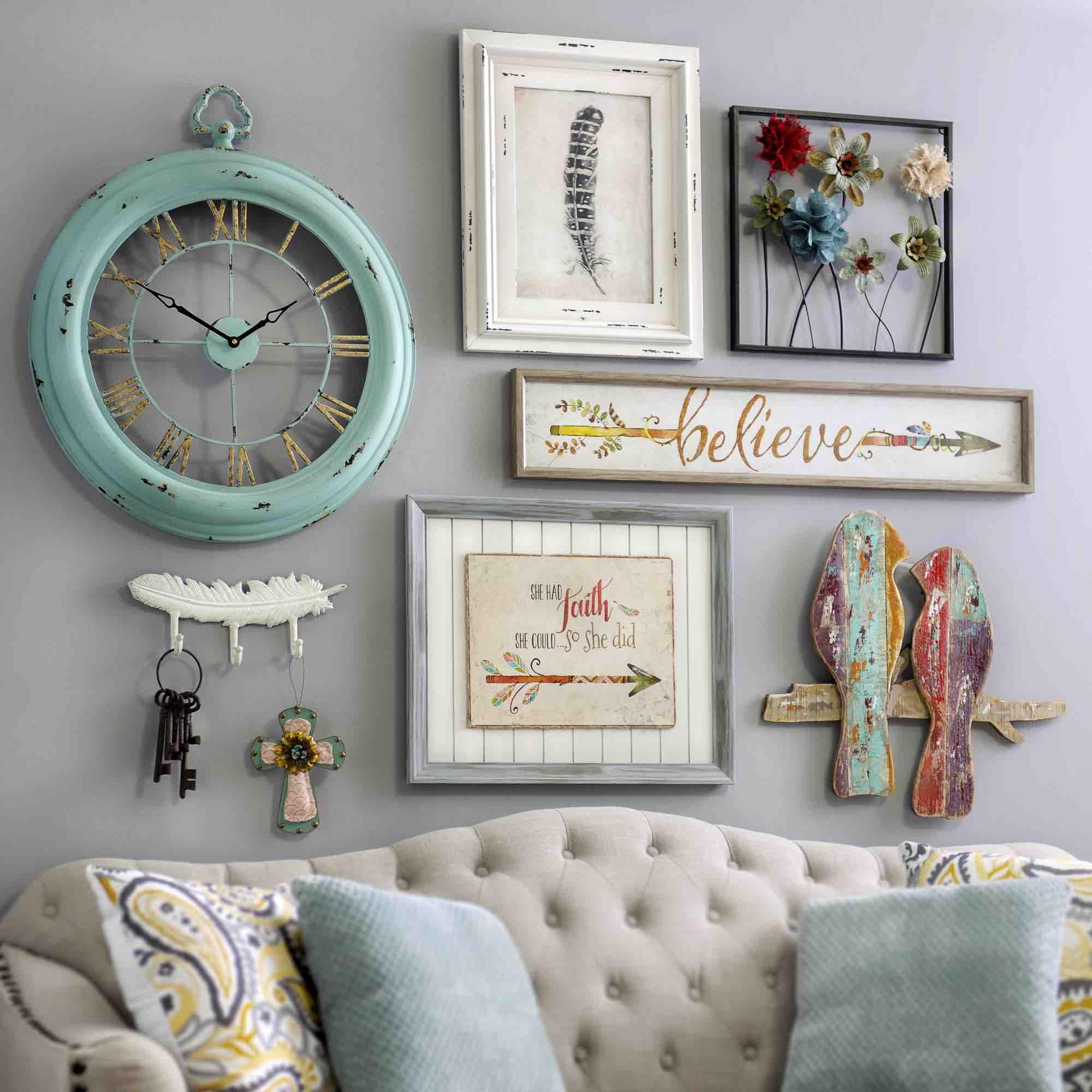 Часы в гостиной в стиле шебби-шик