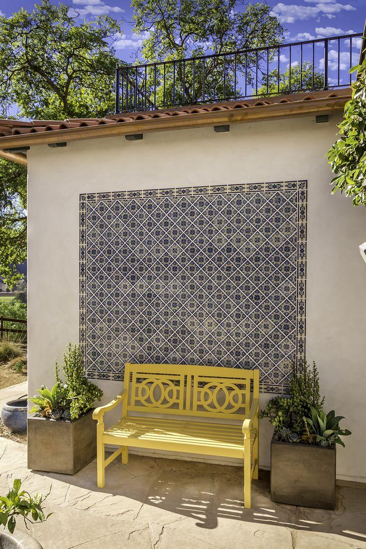 Настенная плитка в восточном стиле для цоколя