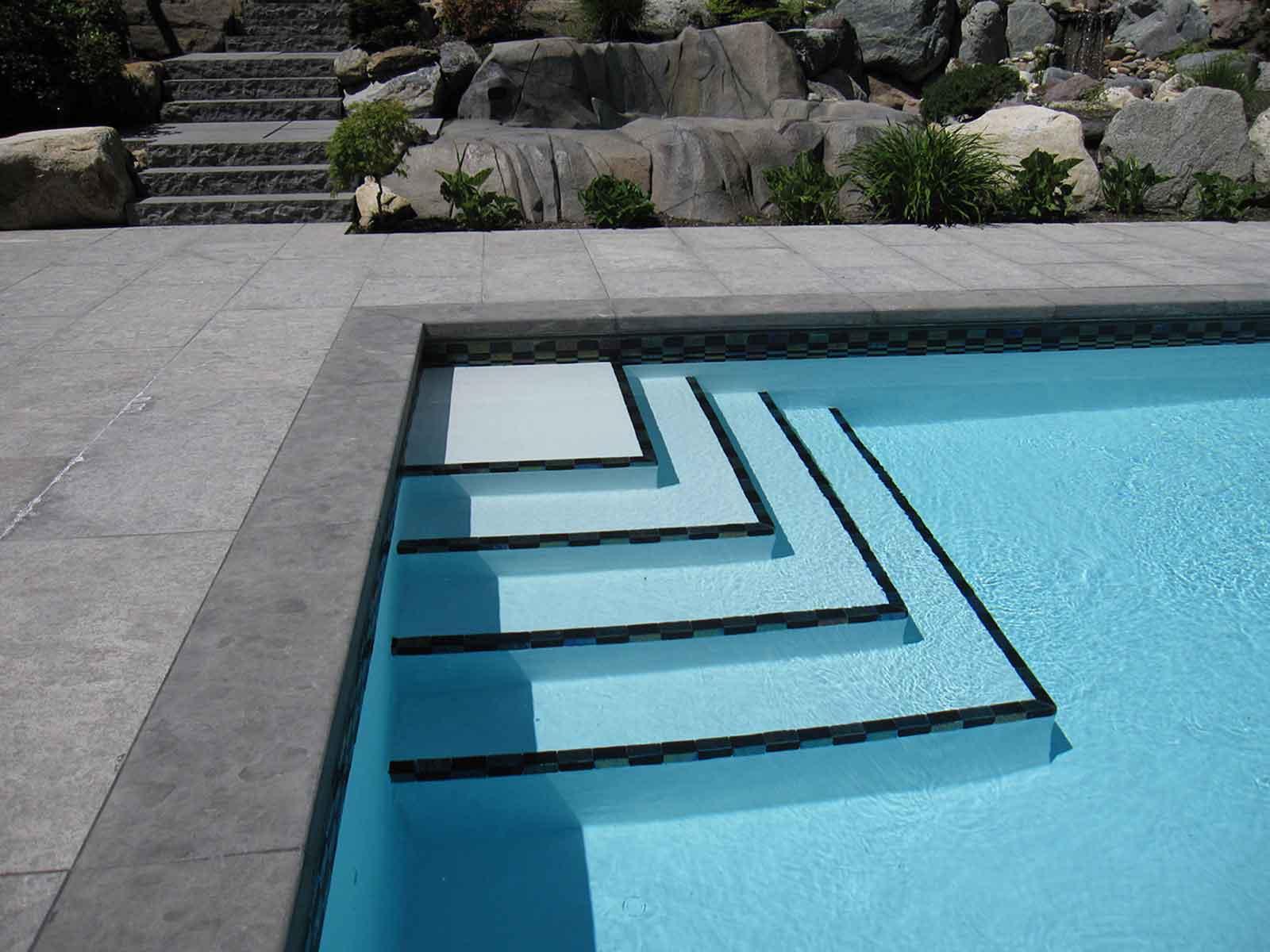 Угловая лестница для бассейна