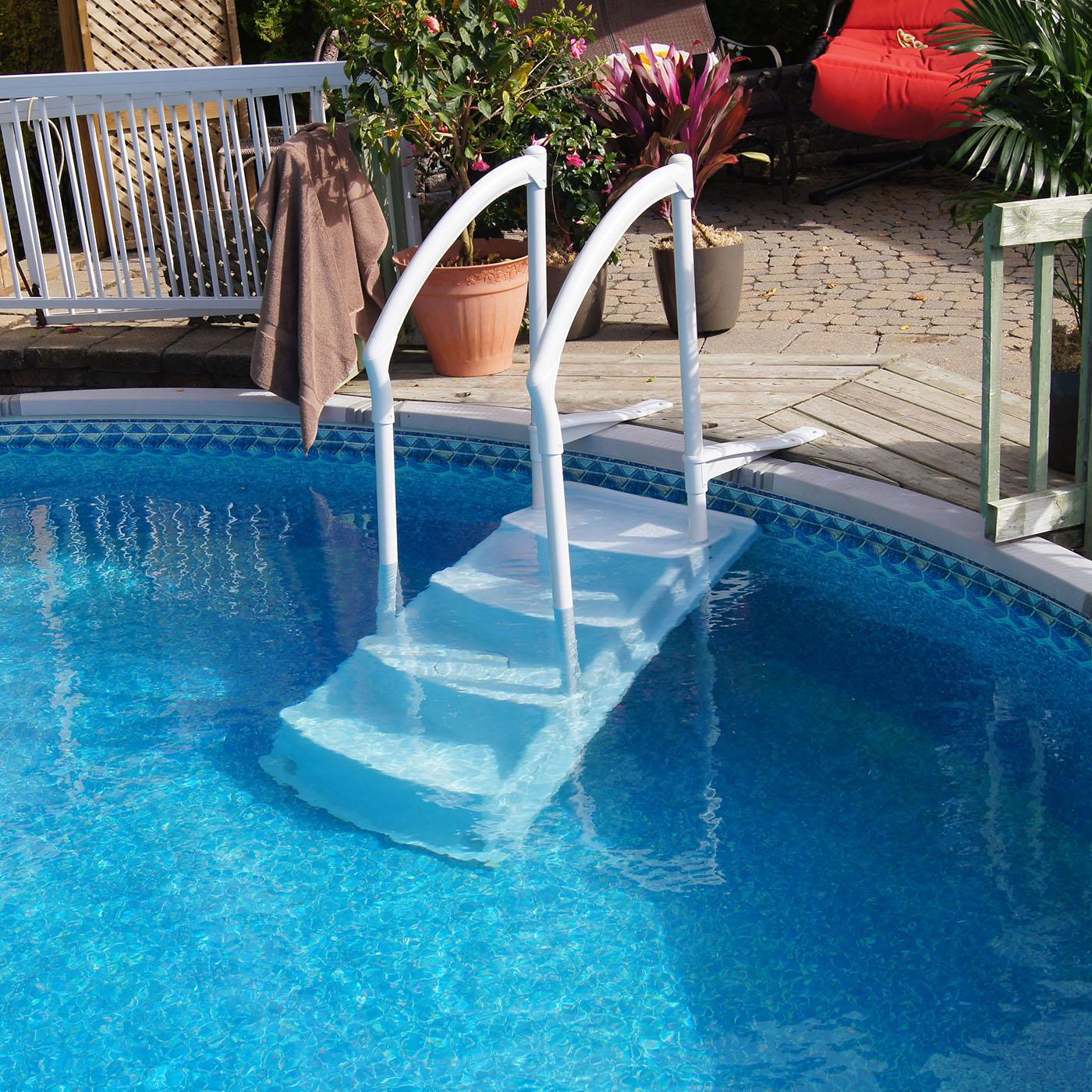 Установка лестницы для бассейна