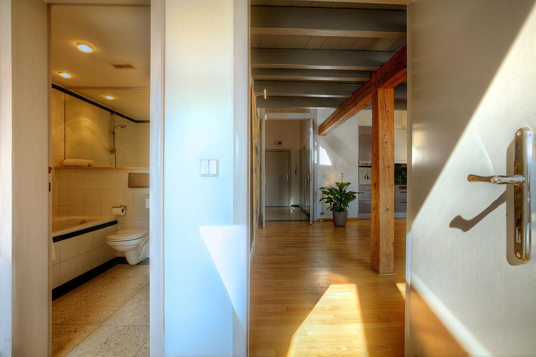 Вход в квартиру в стиле лофт