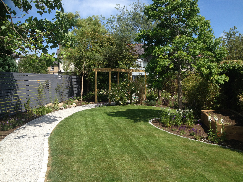 Рулонный газон во внутреннем дворике