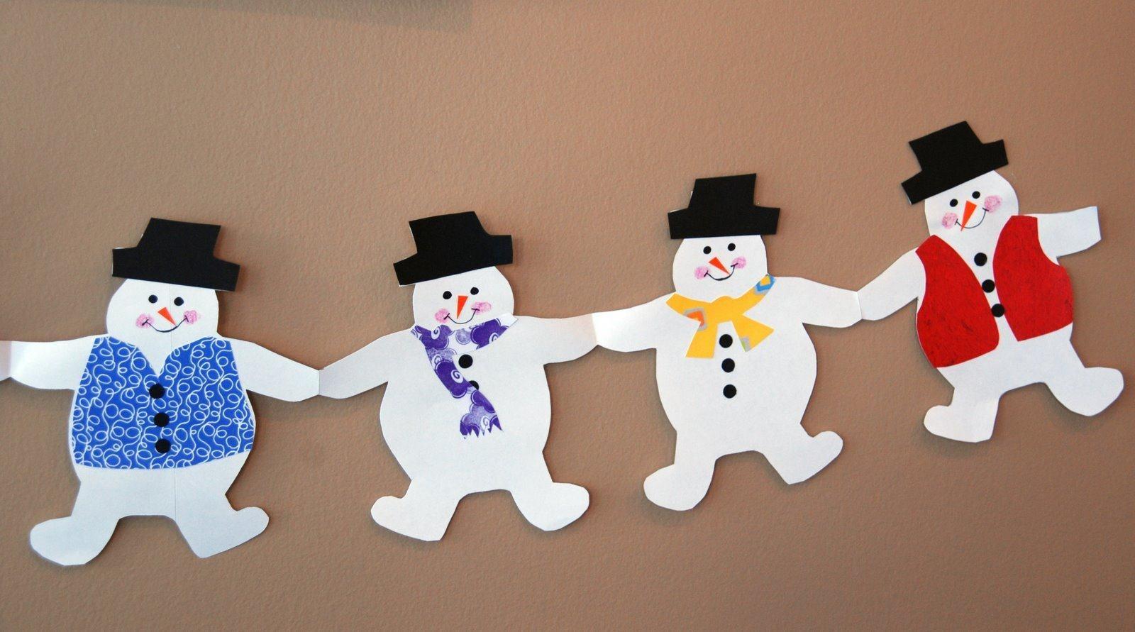 Бумажная гирлянда в виде снеговиков