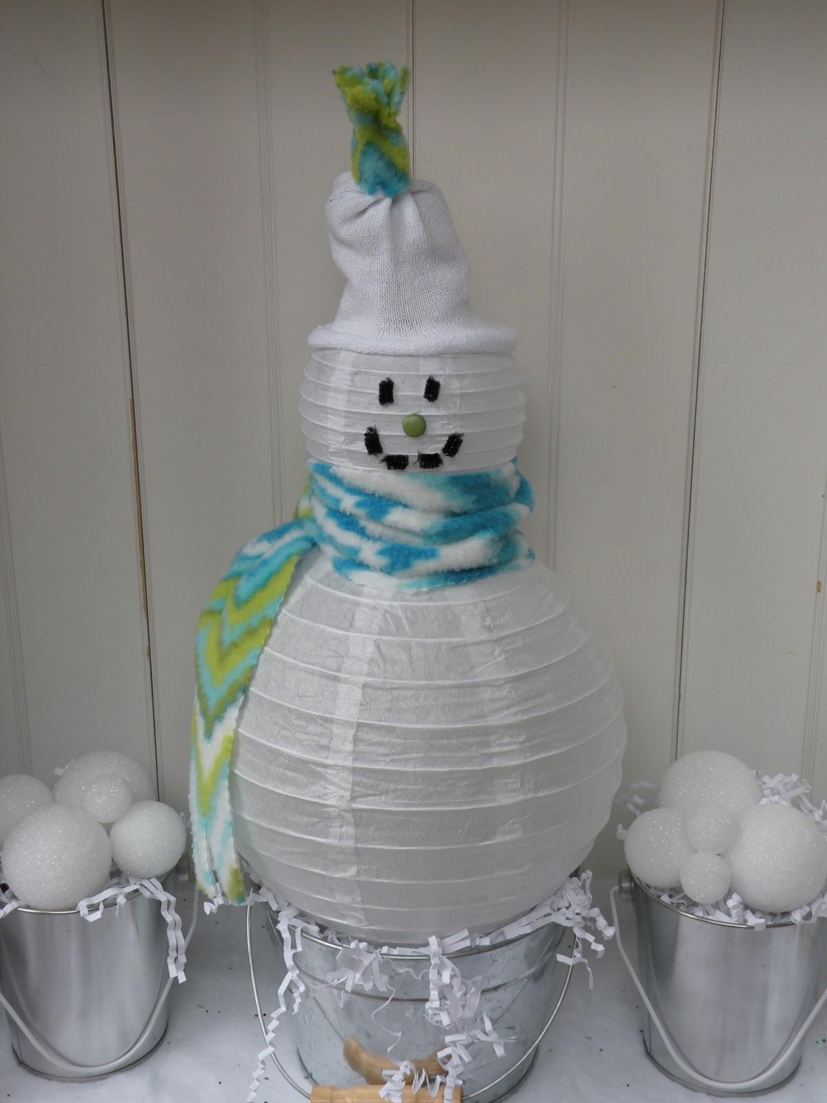 Снеговик из гофрированной бумаги