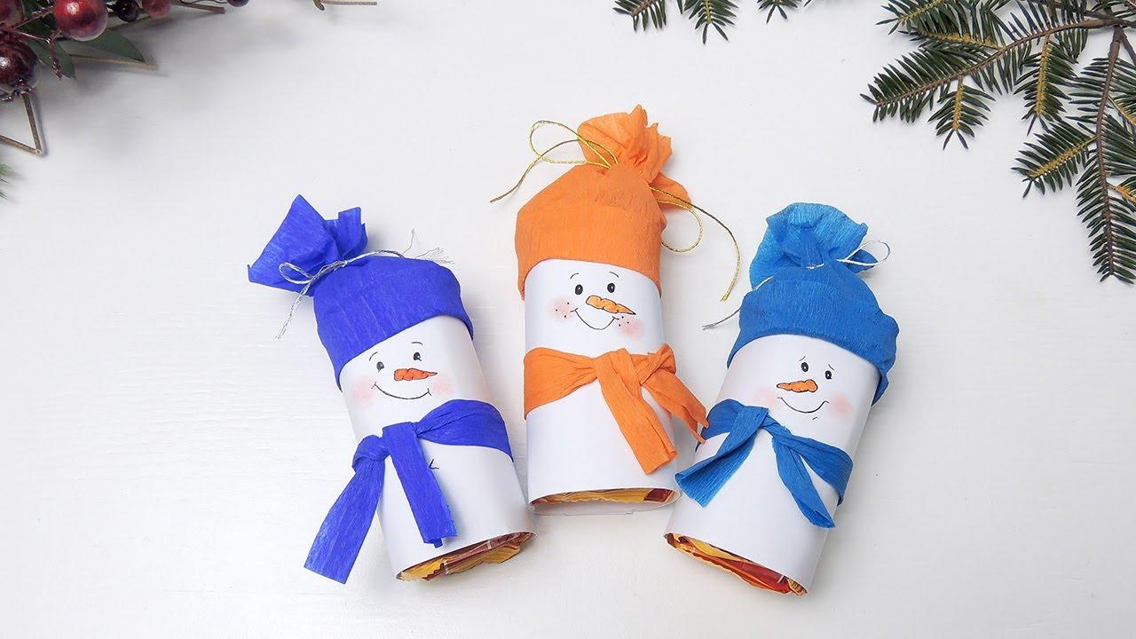 Снеговики из бумаги и конфет