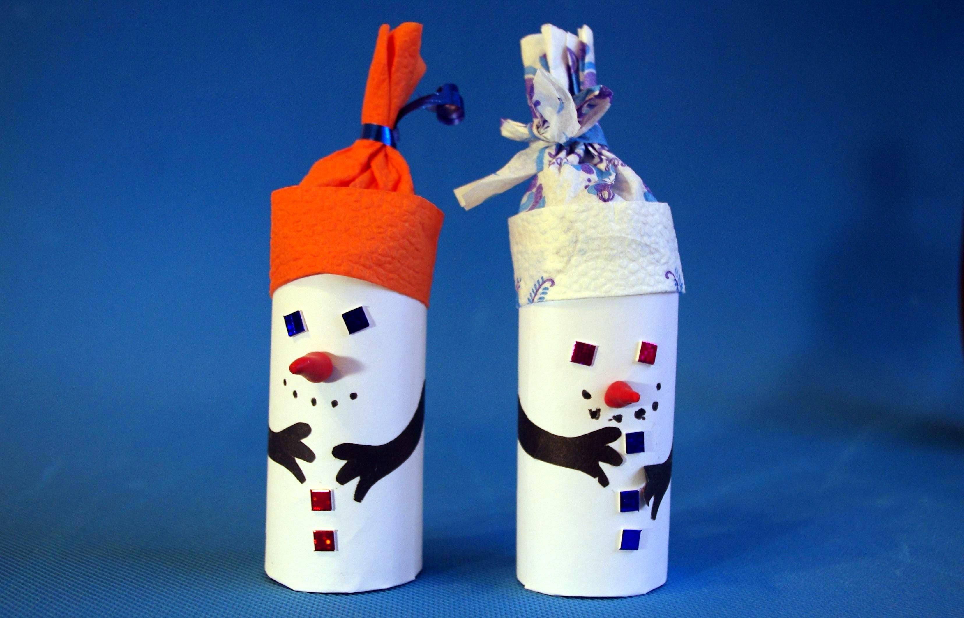 Снеговик из бумаги с шапочкой