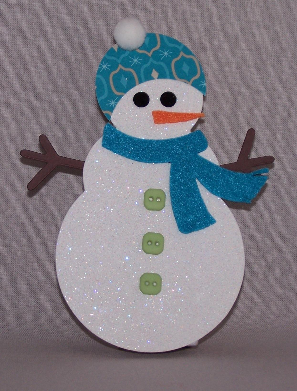 Снеговик из бумаги синего цвета