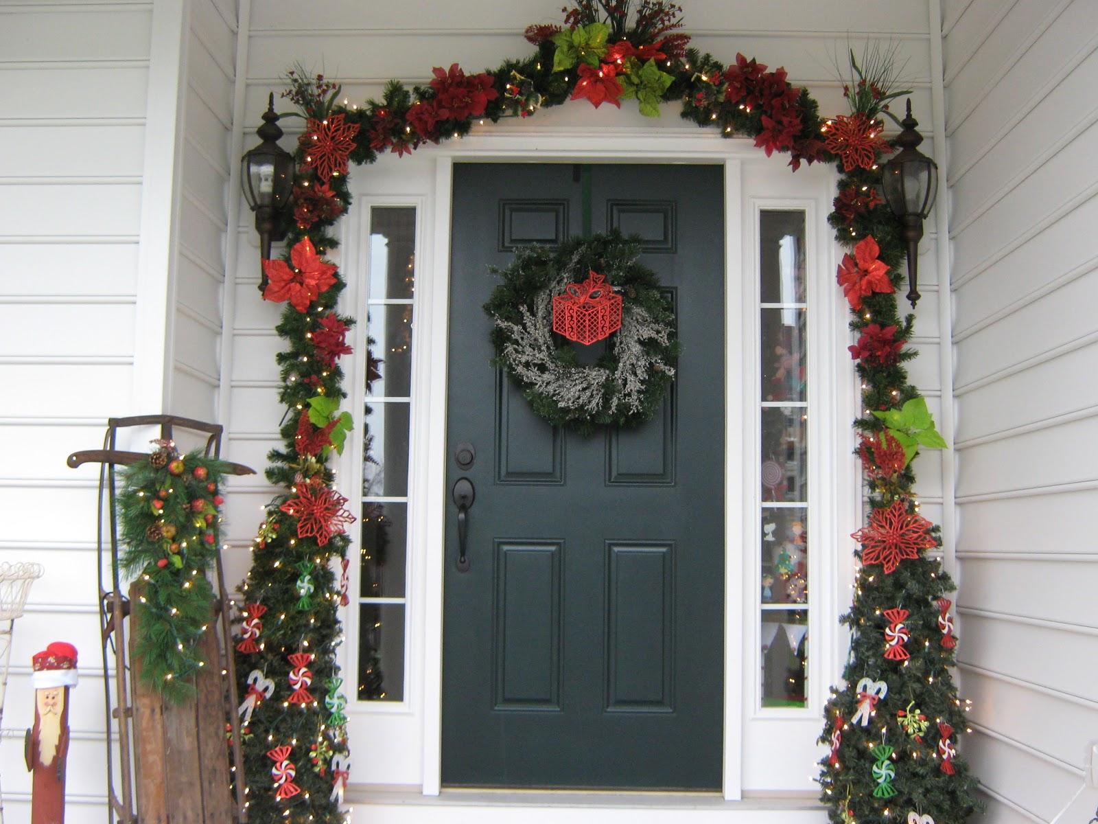 Украшение арки над дверью