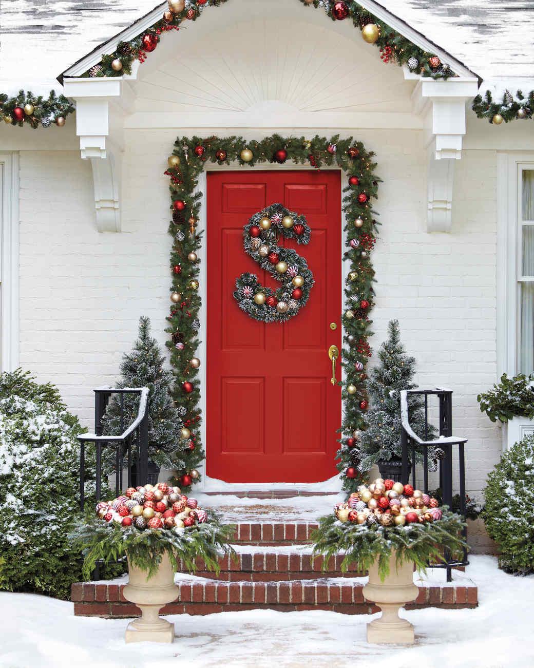 Новогоднее оформление дверного проема