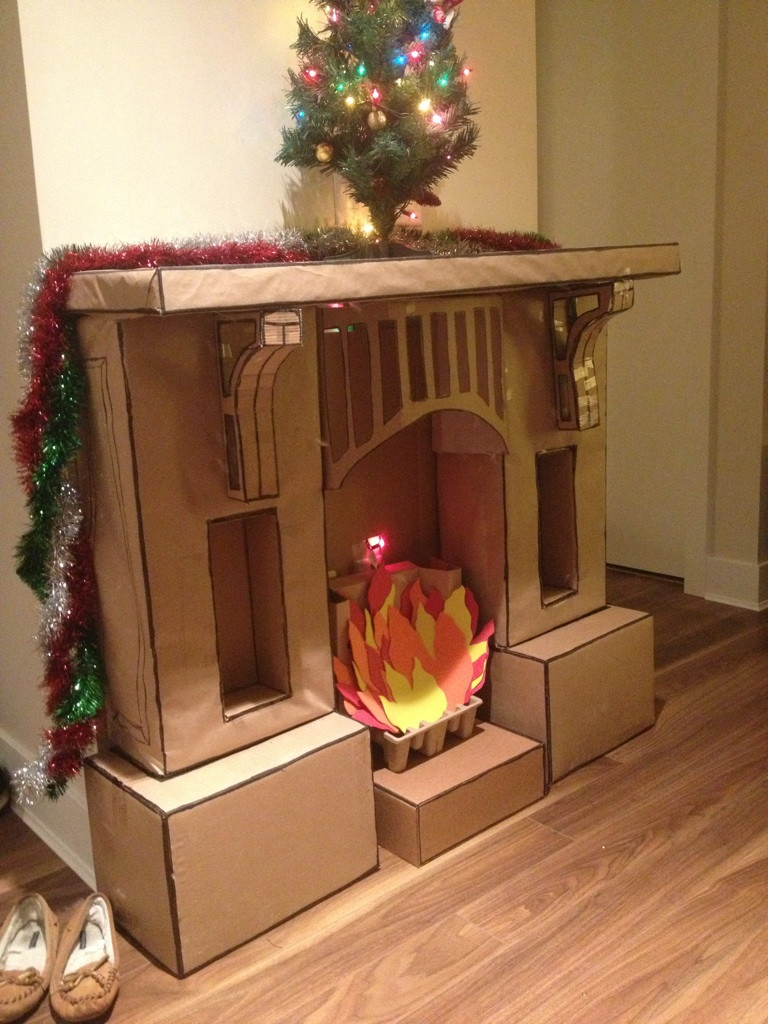 Бежевый новогодний камин из коробки