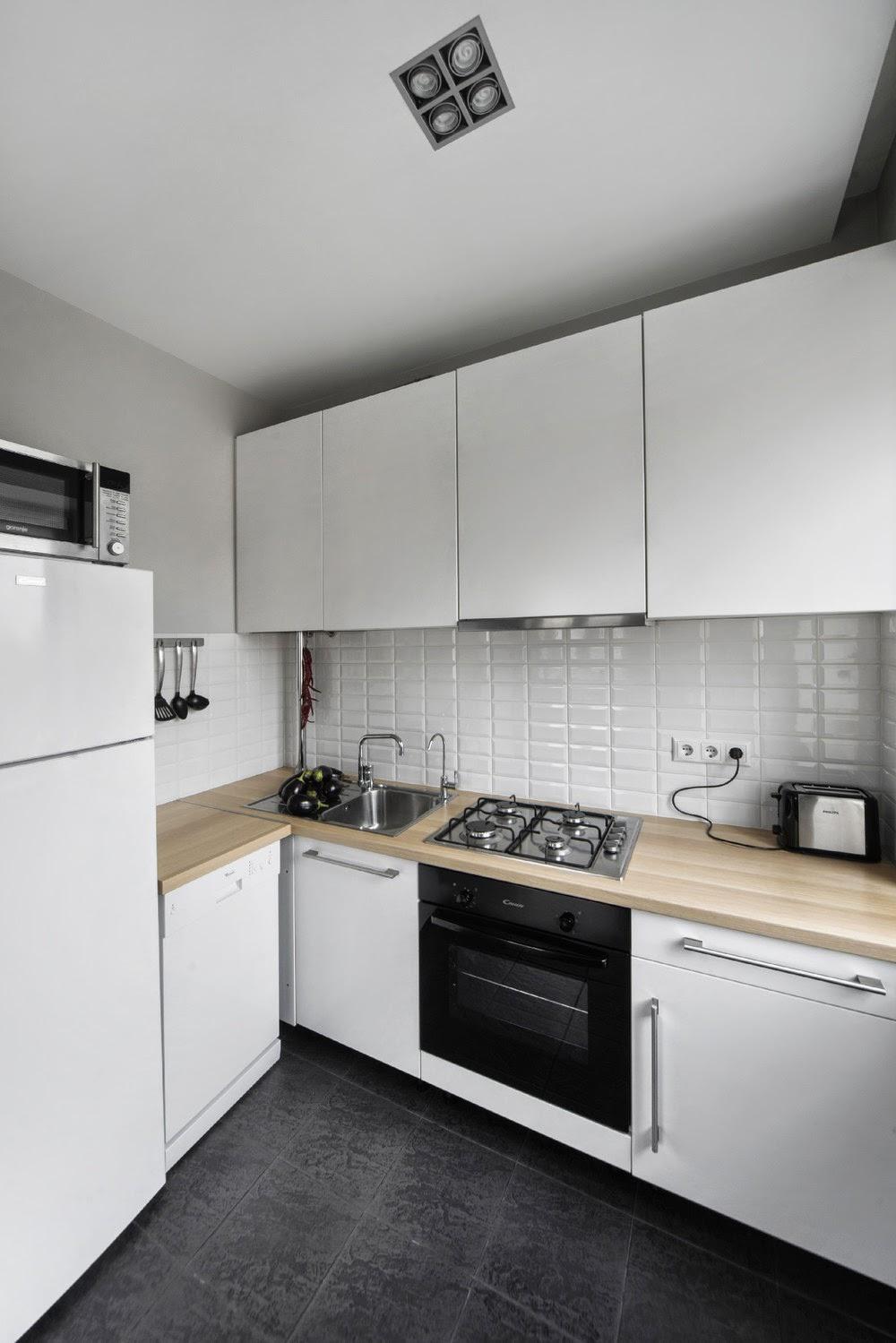 Белая кухня в однокомнатной хрущевке