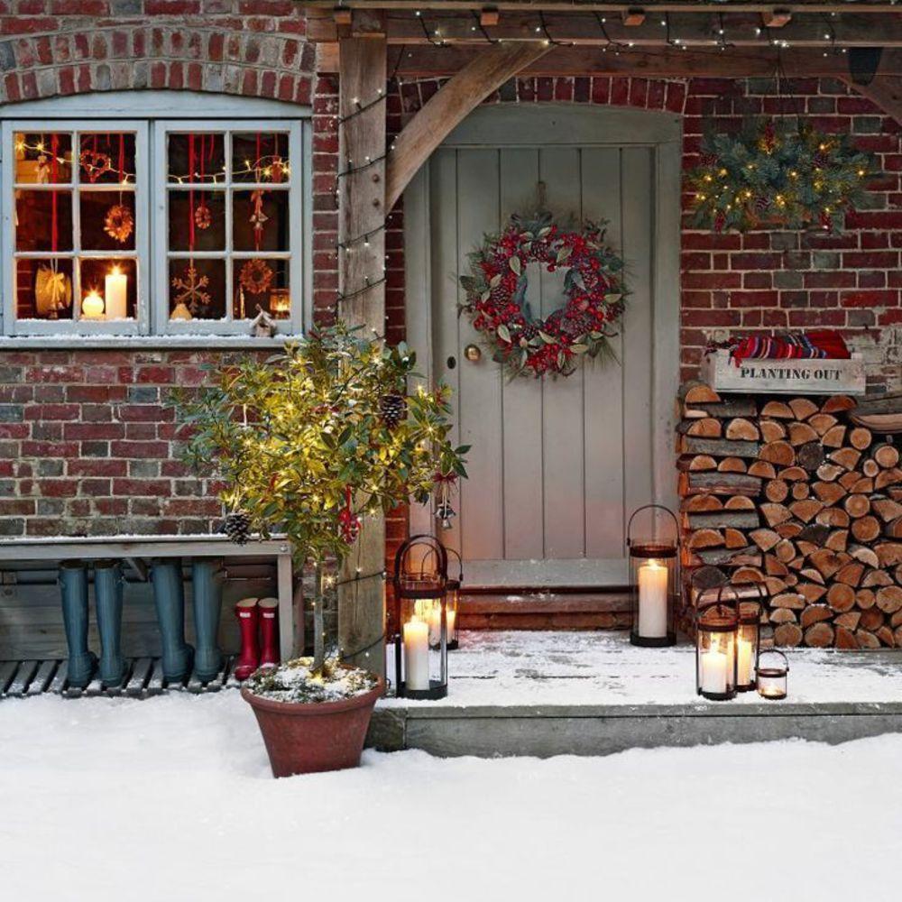 Классическое украшение двери к новому году
