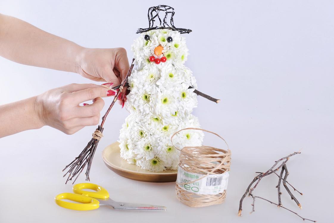 Как сделать снеговика из цветов