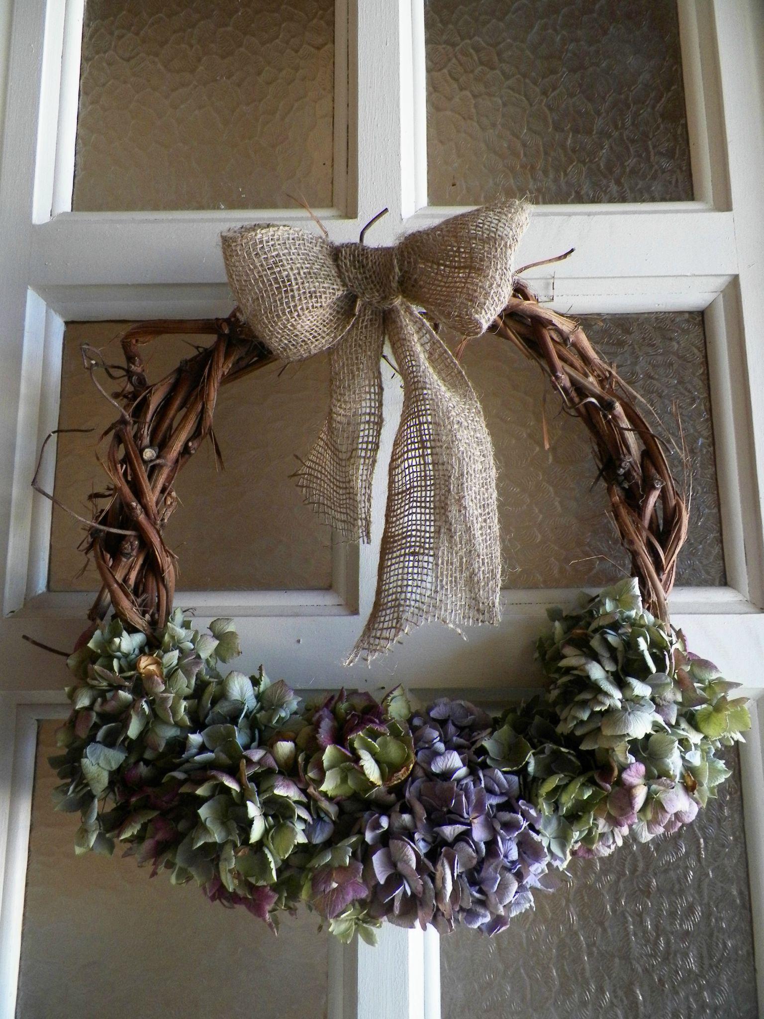 Украшение двери цветами к новому году