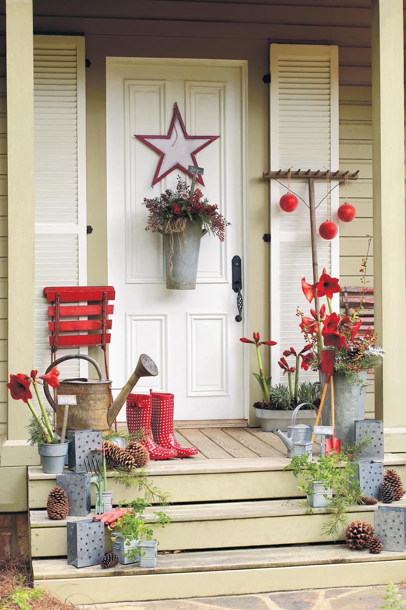 Украшение двери на новый год в деревенском стиле